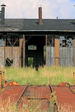 Voorzijde van het oude spoorwegdepot stock foto