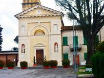 Voorzijde van Kerk van San Niccolo, Agliana, Toscanië, Italië stock foto