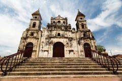 Voorzijde van oude Spaanse Koloniale Kerk Granada royalty-vrije stock afbeelding