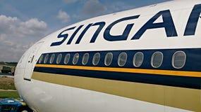 Voorzijde van Singapore Airlines-vliegtuig Stock Foto