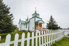 Voorzijde van uiterst kleine landelijke Russische Orthodoxe kerk Ninilchik, Alaska Stock Foto