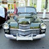 Voorzijde van uitvoerende retro auto van jaren '50 Stock Fotografie