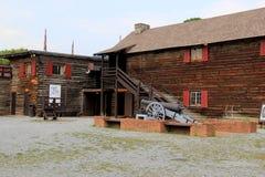 Vor dem Beginnen des Ausflugs, Fort William Henry, See George, öffnen Sie Hof, in dem Besucher zusammentreten, 2015 Stockbilder