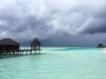 Vor dem Regen am maledivischen Erholungsort Stockbild