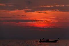 Vor dem Sonnenaufgang über dem Meer Lizenzfreie Stockfotos