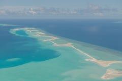 Vor der Landung von Meeru-Insel, Malediven Ansichten von der Luft planen Lizenzfreie Stockbilder