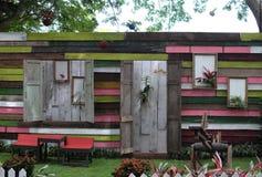 Vor einem Garten-Haus Lizenzfreies Stockfoto