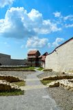 Vor Feldioara-Festung wurde 900 Jahren von den teutonic Rittern im Dorf Feldioara, Marienburg, Rumänien errichtet lizenzfreie stockbilder