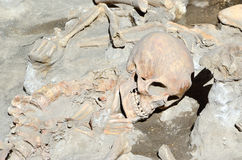 Vor Schädel des langen Zeit toten Mannes in den Ruinen von Ercolano Stockbilder