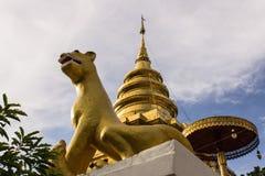 Vora de Wat Pra That Chomthong de la estatua de la rata vihan fotos de archivo libres de regalías
