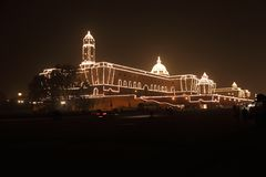Am Vorabend des Tages der Republik das gut beleuchtete Rashtrapati Bhavan stockbild