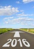 2016 voran auf Straße Stockfotos