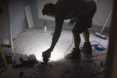Vorbereiten, den Boden zu reiben Stockbild