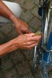 Vorbereiten des Fahrrades Lizenzfreies Stockfoto