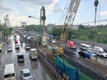 Vorbereiten, einen elektrischen Zug in Thailand zu bauen stockfotos
