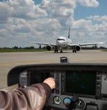 Vorbereiten für einen Flug lizenzfreie stockfotografie