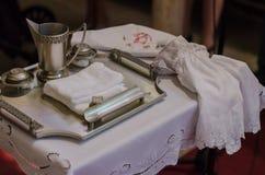 Vorbereiten für Taufe in der katholischen Kirche Stockfotos