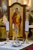 Vorbereiten für Taufe in der orthodoxen Kirche Lizenzfreie Stockfotografie