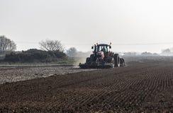 Vorbereiteter Boden f?r das Fr?hlingspflanzen lizenzfreies stockfoto