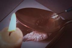 Vorbereitung der Droge mit Löffel und Kerze Stockbild