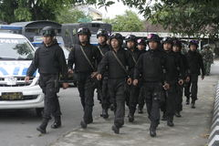 Vorbereitung der indonesischen nationalen Armee in der Stadt des Solos, zentraler Java Security lizenzfreies stockfoto