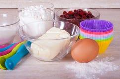 Vorbereitung der kleinen Kuchen Lizenzfreie Stockfotos