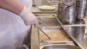 Vorbereitung des Lebensmittels im Krankenhaus II stock video footage