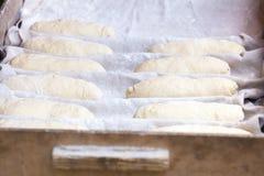 Vorbereitung des traditionellen Brotes Lizenzfreies Stockfoto