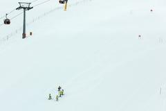 Vorbereitung eines Skifahrenslalomkurses Stockbild