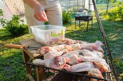 Vorbereitung für das Braten des Fleisches Lizenzfreies Stockfoto