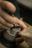 Vorbereitung für die Einstellung des Diamanten Stockfotos