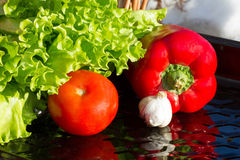 Vorbereitung für einen Salat Lizenzfreies Stockfoto