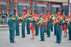 Vorbereitung für Karnevalsprozession an einem Stadt-Tag. Tyumen Stockbild