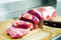 Vorbereitung für, zum eines Beefsteaks zu braten Lizenzfreie Stockfotografie