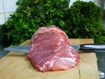Vorbereitung für, zum eines Beefsteaks zu braten Lizenzfreie Stockbilder
