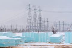 Vorbereitung von den Eisblöcken, zum von Eisskulpturen für das neue Y zu schaffen stockfotos