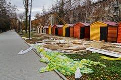 Vorbereitung von Handelshäusern für den Weihnachtsmarkt in Wolgograd lizenzfreies stockfoto