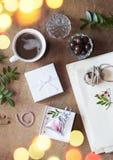Vorbereitungen für Weihnachten Roter Kasten mit Bogen Lizenzfreie Stockfotografie
