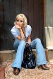 Vorbildliche Aufstellung des stilvollen Modezaubers mit Jeans und Stiefeln Stockfotos