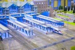 Vorbildliche Bahnstation Stockfoto