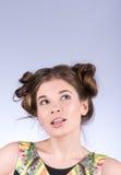 Vorbildliche denkende oder wählende Frau der Schönheit Frisur und Make-up Mode-blondes vorbildliches Porträt Lizenzfreies Stockbild