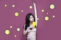 Vorbildliche Frau jung und schön im Stil der Pop-Art auf einem Stift Stockfotos