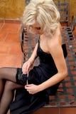 Vorbildliche Justagestrümpfe des blonden Zaubers Stockfotos
