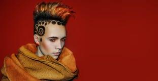 Vorbildliche Space Sun Hair-Tätowierung lizenzfreies stockfoto