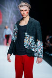 Vorbildliche Wegrollbahn für Brücke ARTEM SHUMOV an Fall-Winter 2017-2018 bei Mercedes-Benz Fashion Week Russia Männer ` s Mode Lizenzfreies Stockbild