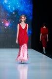 Vorbildliche Wegrollbahn für Brücke DARIA DASHINA an Fall-Winter 2017-2018 bei Mercedes-Benz Fashion Week Russia Lizenzfreies Stockbild