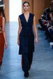 Vorbildlicher Ronja Furrer-Weg die Rollbahn bei Derek Lam Fashion Show während MBFW-Falles 2015 Lizenzfreie Stockbilder