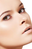 Vorbildliches Gesicht der Frau, saubere Haut. Wellness u. skincare Stockbilder