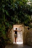 Vorbildliches Girl in Dubrovnik Kroatien Stockfotos