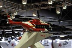 Vorbildliches Helicopter Mi-38 an der internationalen Luftfahrt und am Raum S lizenzfreie stockbilder